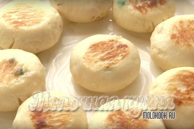 Топ 10 рецептов как приготовить вкусные пышные сырники из творога на сковороде