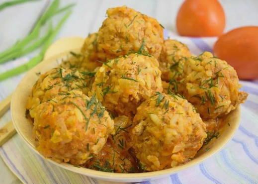 Ежики из фарша с рисом с подливкой на сковороде рецепт с фото пошагово