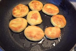 Грузинские лепешки Мчади из кукурузной муки (352,0 ккал)