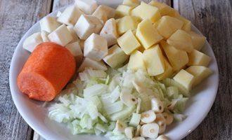 Суп из сельдерея для похудения в мультиварке (288,3 ккал)