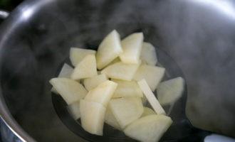 Быстрый борщ с фасолью без мяса (231.7 ккал)