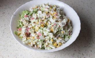 Салат с крабовыми палочками, кукурузой и Пекинской капустой (285.1 ккал)