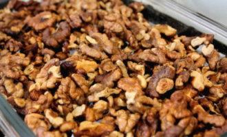Свекольный салат с грецкими орехами и чесноком (305.6 ккал)