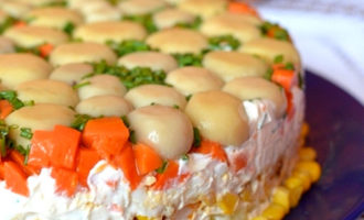 Торт-салат с курицей и грибами (429,2 ккал)