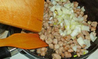 Как приготовить плов из свинины на сковороде